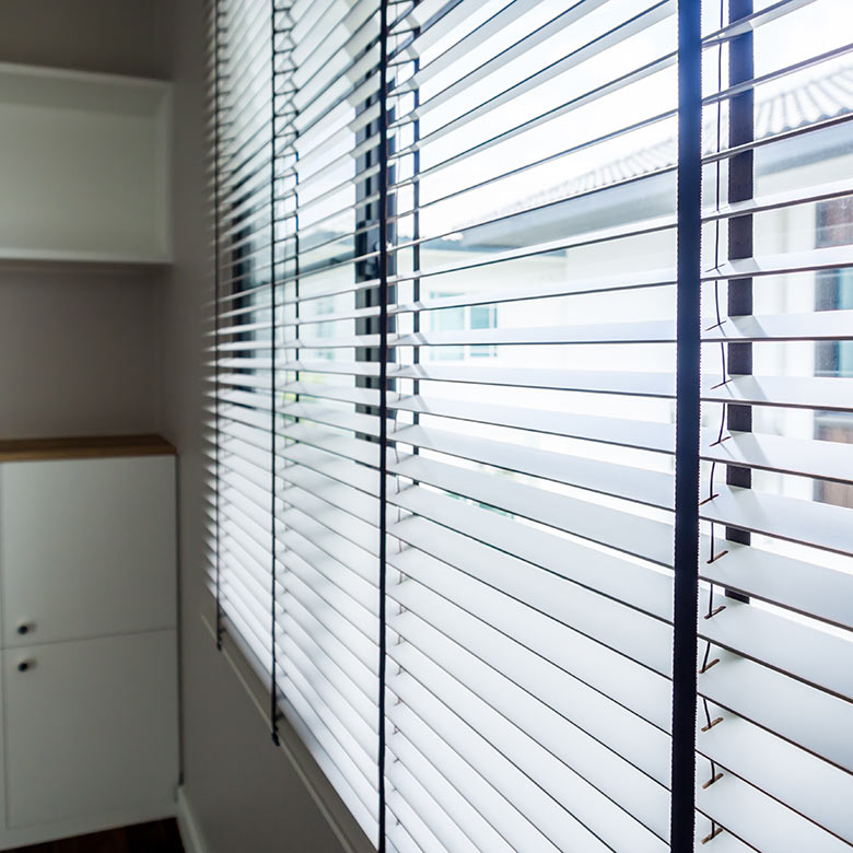 faux-wooden-blinds
