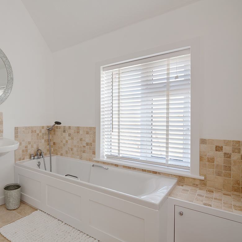 venetian blind bathroom