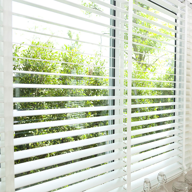 venetian blind window decor