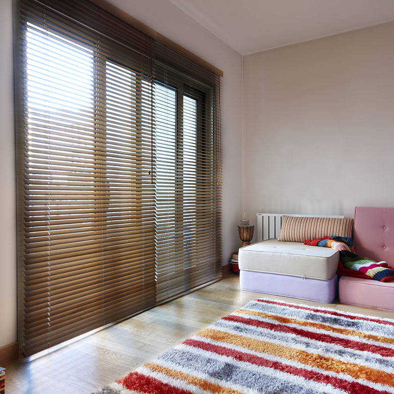 wooden-blinds-bedroom
